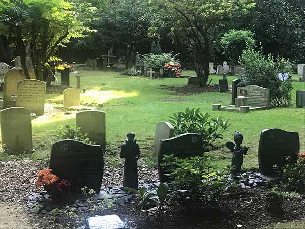 pet cemetery at Xmas 2019